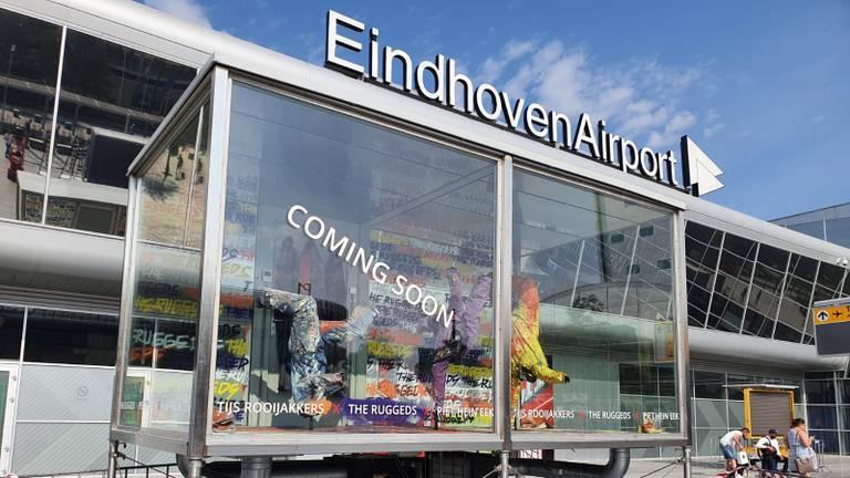 Een van de vitrines bij Eindhoven Airport.