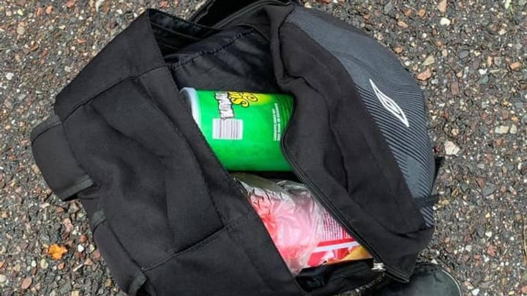 De wiet zat verstopt in allerlei verpakkingen (foto: Koninklijke Marechaussee).