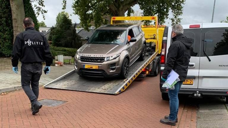 In Veldhoven worden auto's in beslag genomen (foto: OM Oost-Brabant).