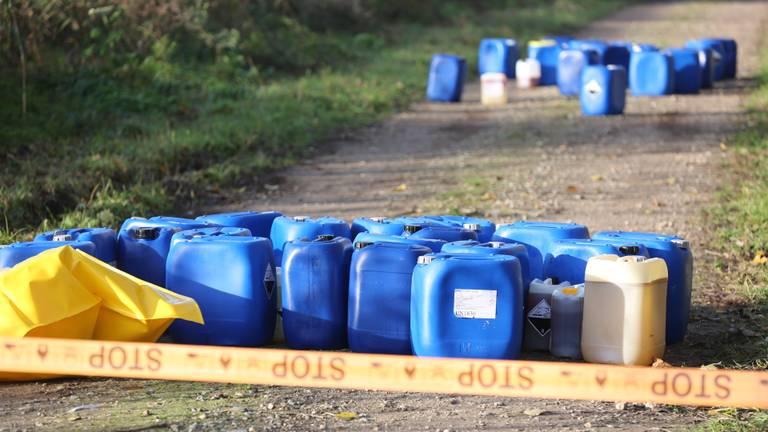 De vaten lagen op een wandelpad (Foto: SQ Vision/Christian Traets).
