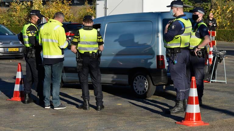 De politie hield een grote verkeerscontrole. Foto: Perry Roovers/SQ Vision.