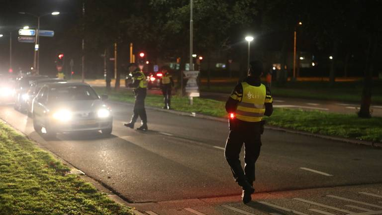 Politiecontroles woensdagavond in Roosendaal (foto: Christian Traets/SQ Vision).