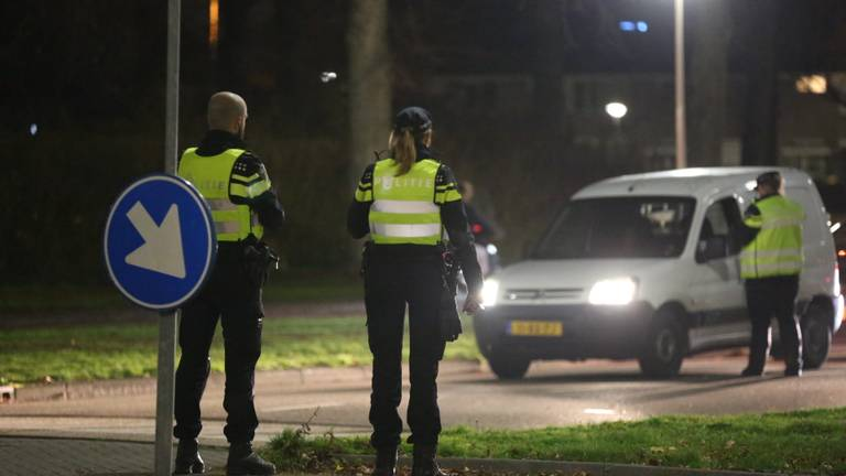 Politie-controles woensdagavond in Roosendaal (foto: Christian Traets/SQ Vision).