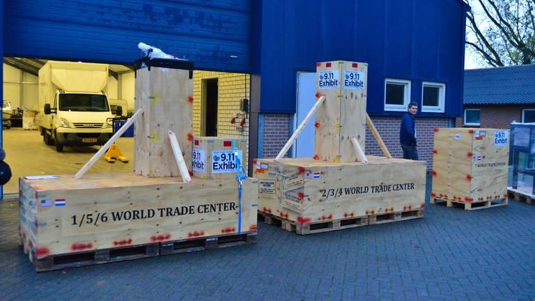 De kisten vertrokken donderdag richting haven (foto: Walter van Bussel/SQ Vision).