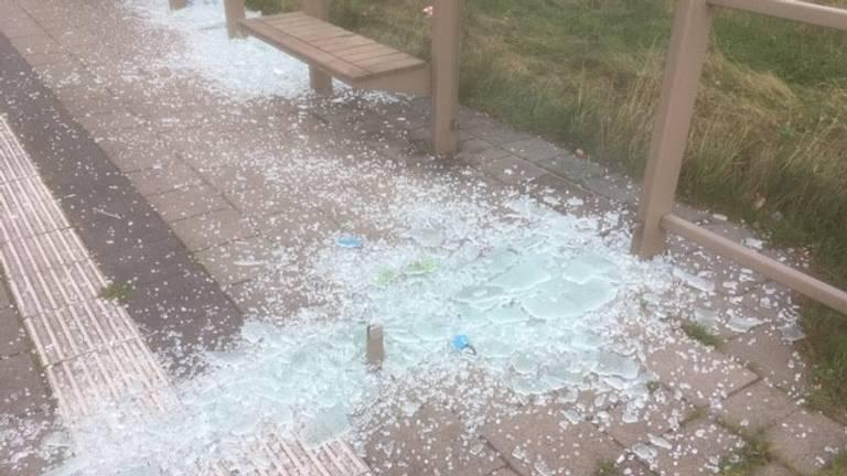 Een van de vernielde bushokjes (foto: gemeente Meierijstad / Facebook).