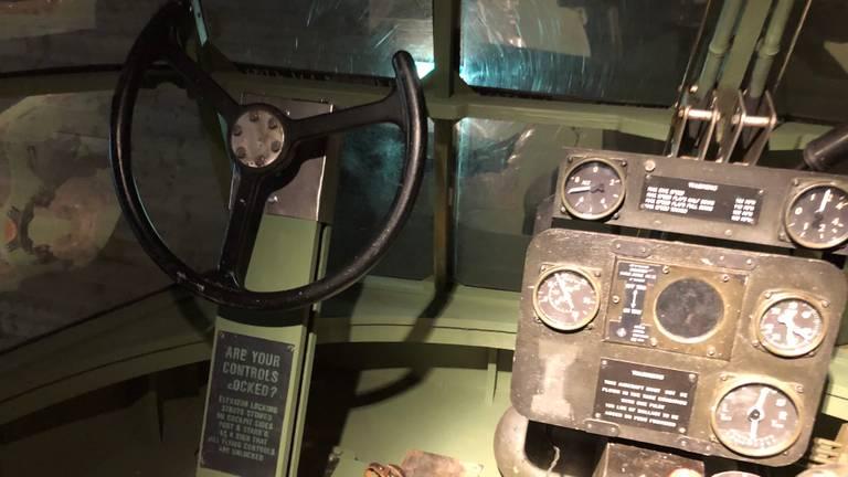 De cockpit van het toestel (foto: Willem-Jan Joachems).