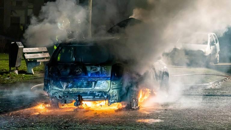De uitgebrande auto in Oosterhout (foto: Marcel van Dorst / SQ Vision).
