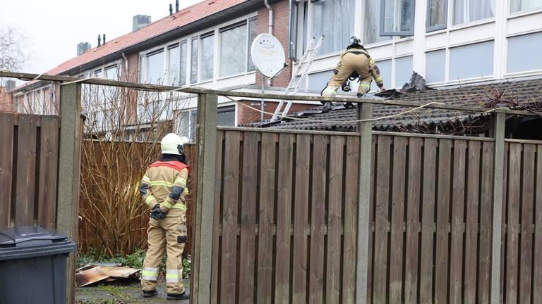 Aan de buitenkant van het huis is nauwelijks schade te zien (foto: Bart Meesters).