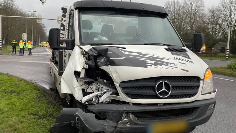 De opleggers raakte aan de voorkant beschadigd (foto: Bart Meesters).
