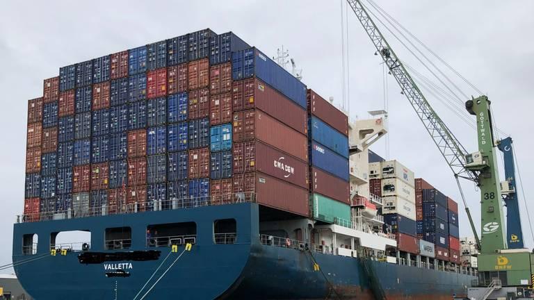 Een containerschip aan de bananenkaai in Antwerpen (foto: Willlem-Jan Joachems)