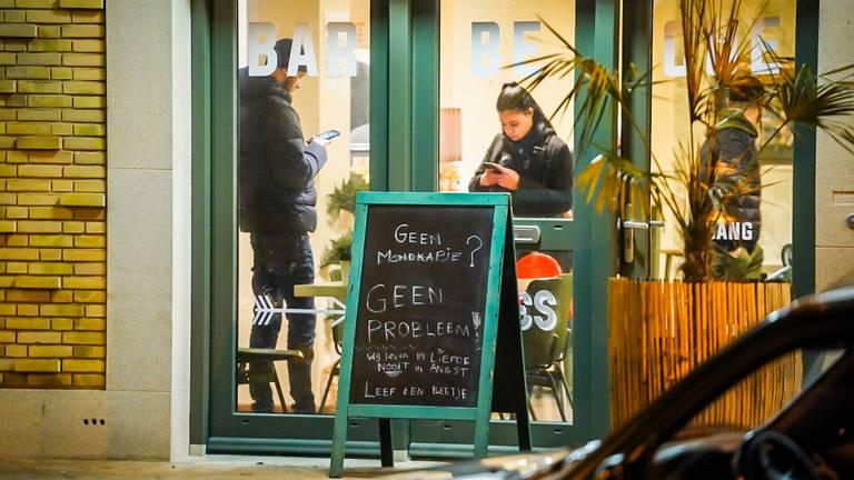 Na de publicatie van het verhaal werden alle gasten naar buiten gestuurd door het personeel. Foto: Sem van Rijssel/SQ Vision.