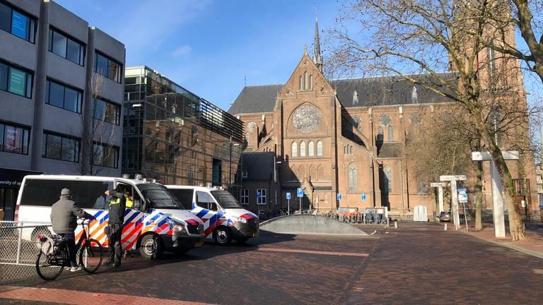 De politie is zondagochtend preventief aanwezig in het centrum van EIndhoven (foto: René van Hoof).