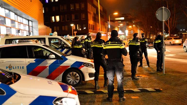 De politie heeft de handen vol aan alle relschoppers in Brabant (Foto: Perry Roovers).
