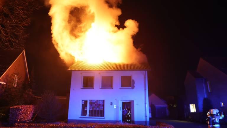 Het huis liep enorme schade op (Foto: Bart Meesters/SQ Vision).