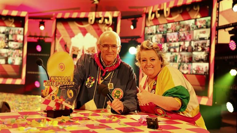 Willem-Jan Kersten (zoon van Wim) met de trofee (foto: Twan Spierts)