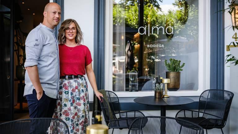 De trotse eigenaren van Alma Bodega in Oisterwijk Wouter en Malou (Foto: Pieter de Hoop)
