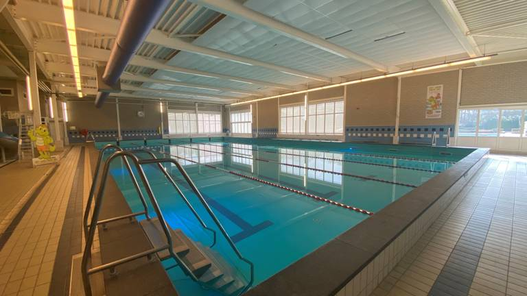 Nog een week lang lege zwembaden (foto: Ilse Schoenmakers).