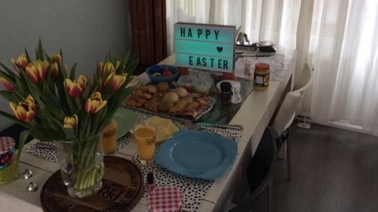 Samen uitgebreid dineren, maar wel thuis (foto: Sanne Pluyms).