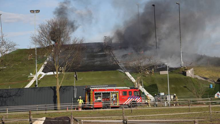 De brandweer is ter plekke (foto: Marco van den Broek/SQ Vision).