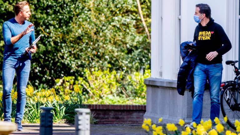 Minister Hugo de Jonge en premier Mark Rutte arriveren bij het Catshuis voor overleg (foto: ANP 2021/Robin Utrecht).