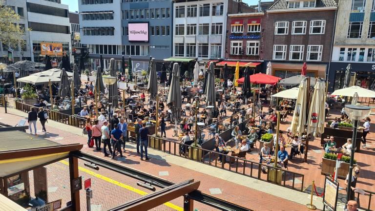 Onder meer in het centrum van Eindhoven was het woensdag veel drukker dan een week eerder (foto: Noël van Hooft).
