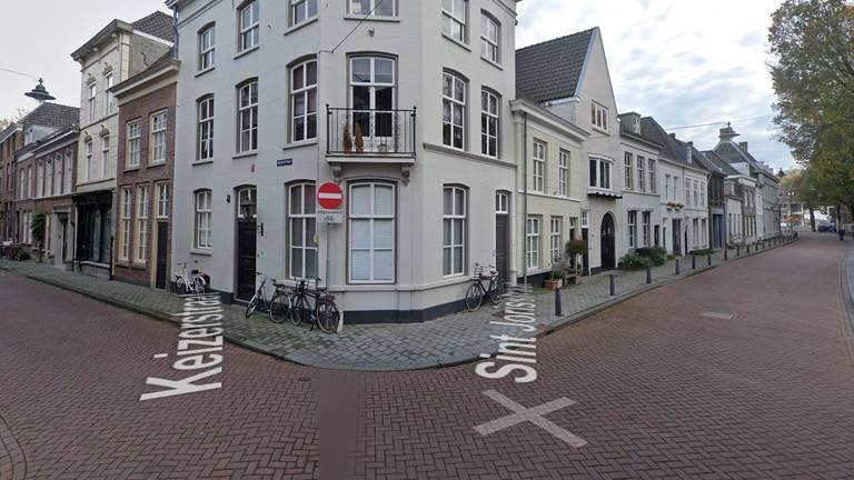 De man probeerde de handhaver aan te rijden (foto: Google Streetview).