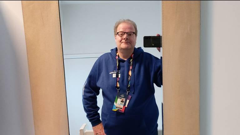De trui van John zit veel te straks (foto: John Vermeer).