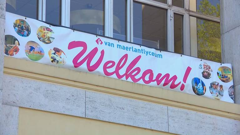 Het Van Maerlantlyceum in Eindhoven ging afgelopen maandag alweer helemaal open.