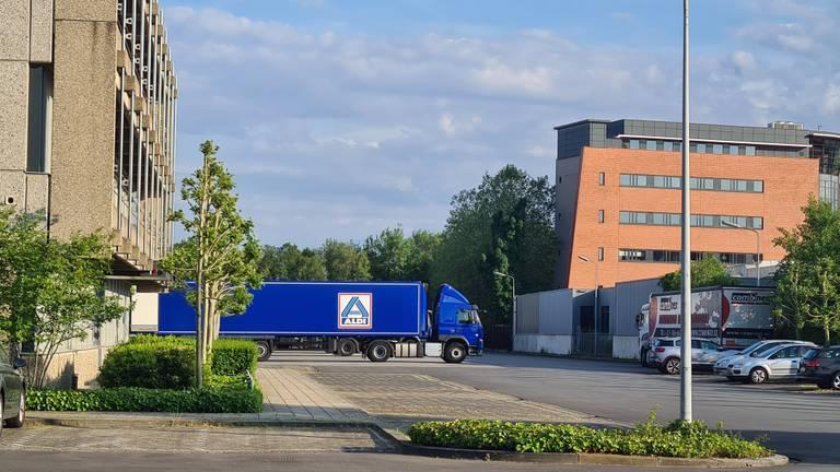 Het distributiecentrum in Best (foto: Omroep Brabant).