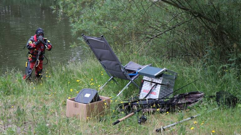 Visspullen langs het water (foto: Jurgen Versteeg/SQ Vision Mediaprodukties).