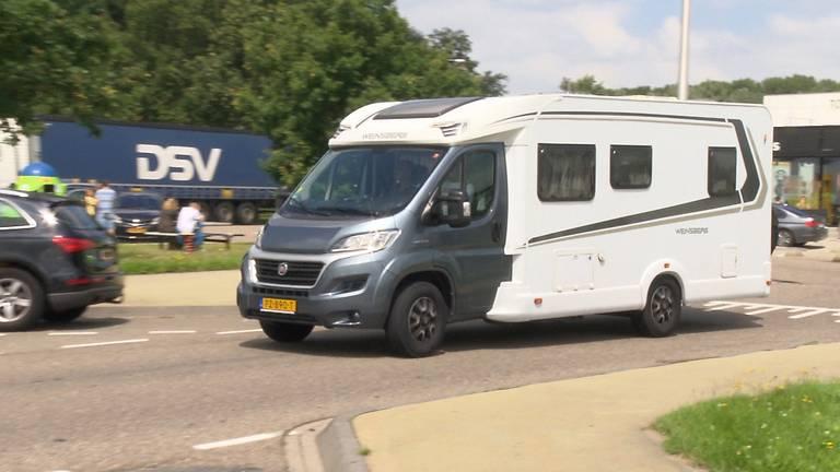 Een van de wagens die zondag bij Hazeldonk de grens passeerden (foto: Omroep Brabant).