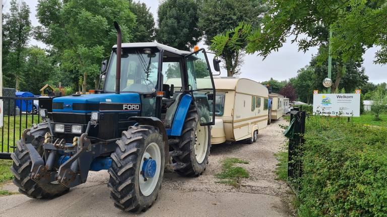 De eerste stacaravans zijn weggesleept (foto: Omroep Brabant).