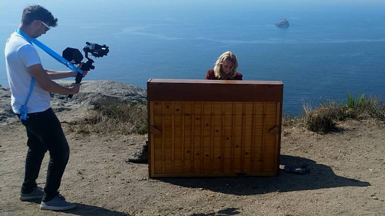 David met zijn piano op Kaap Finesterre (privéfoto)