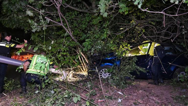 Automobilist ernstig gewond bij ongeluk in Tilburg