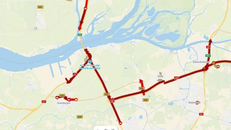 Enorme files in West-Brabant door ongeluk voor Moerdijkbrug
