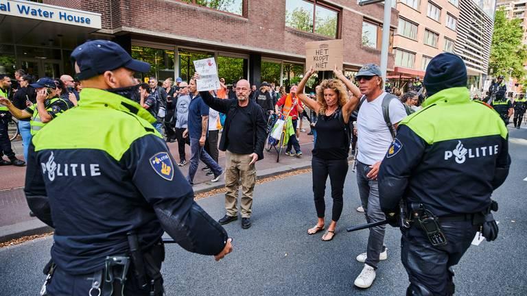 Een eerder coronaprotest in Den Haag (foto: ANP 2021/Nico Garstman).