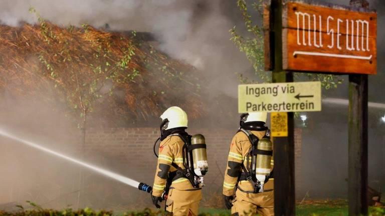 De brandweer bij de Museumboerderij in Heeswijk-Dinther (foto: Bart Meesters).
