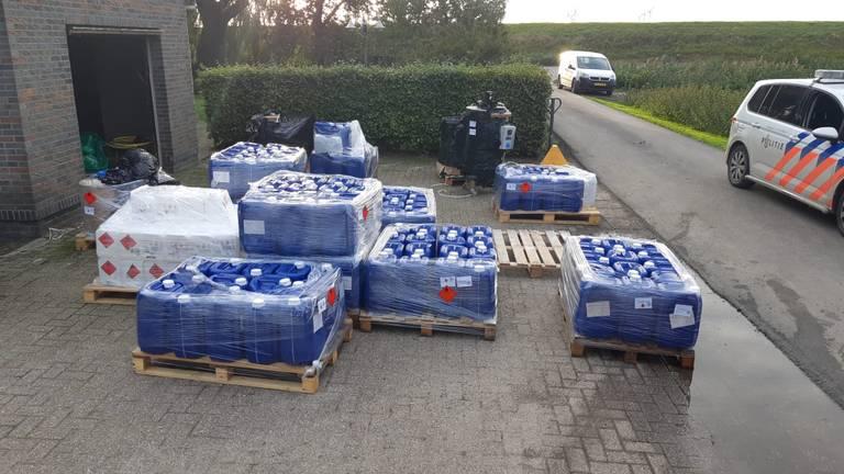 De drugsvondst in Ossendrecht (Foto: politie).