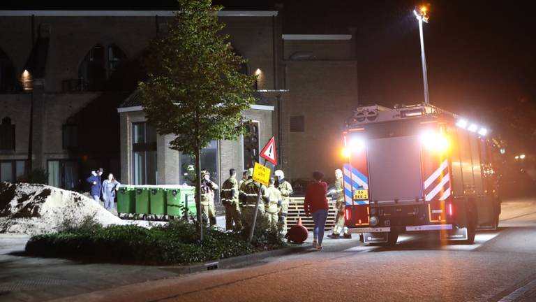 Een aantal van de hulpverleners die op het brandalarm waren afgekomen (foto: Sander van Gils/SQ Vision Mediaprodukties).