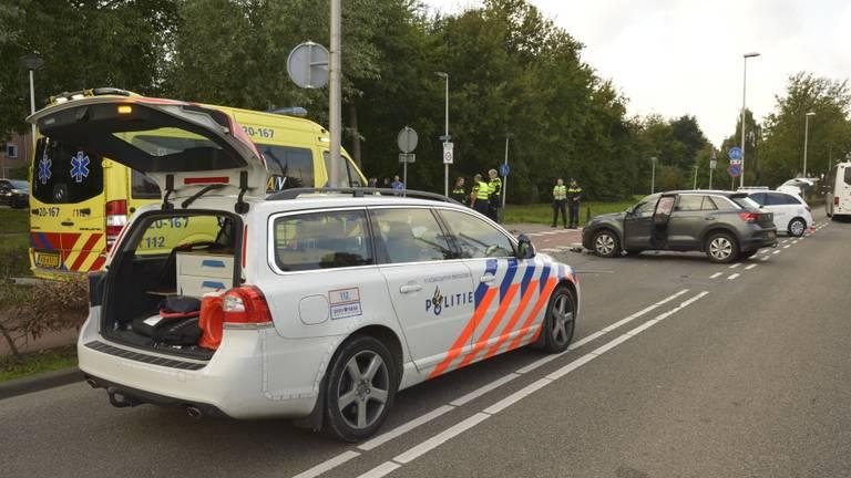 Twee gewonden bij botsing in Etten-Leur (foto: Perry Roovers/SQ Vision Mediaprodukties).