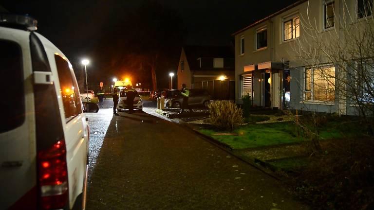 Verwarde man probeert zijn ouders neer te steken in huis in Deurne