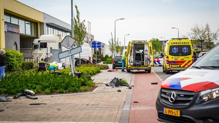 Motorrijder ernstig gewond bij botsing met bestelbus