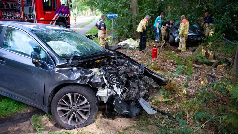 Ook de andere auto raakte zwaar beschadigd (foto: Walter van Bussel/SQ Vision)