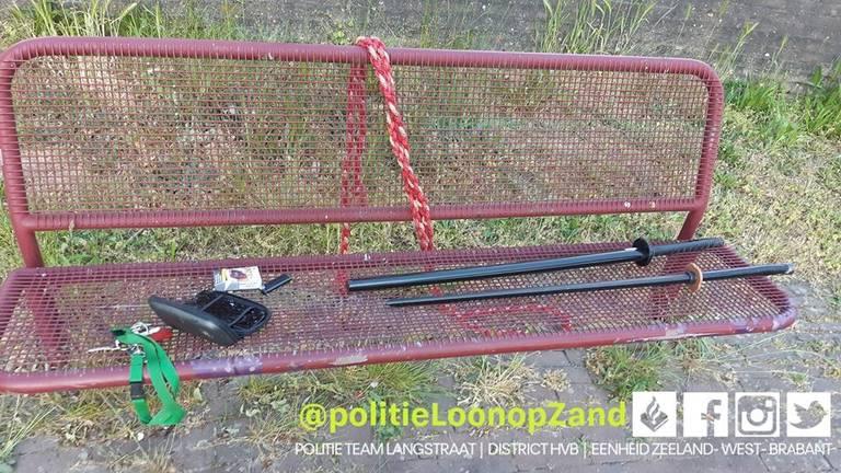 De man oefende in een speeltuin in Kaatsheuvel (foto: Facebook politie Loon op Zand).