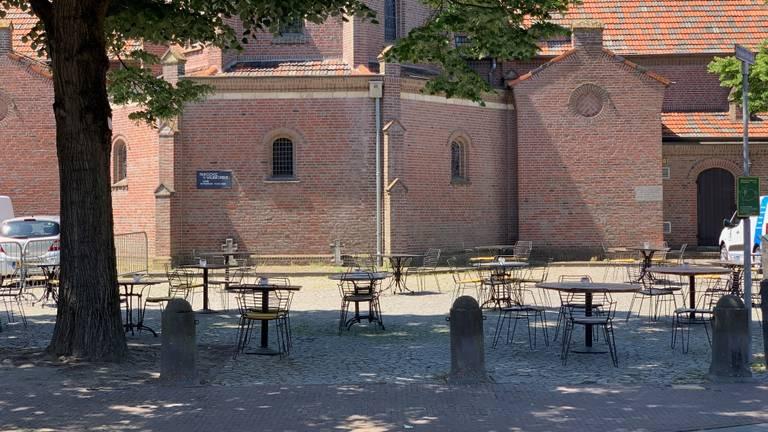 Het Raadhuisplein in Alphen (Foto: Bjorn Kleiren).