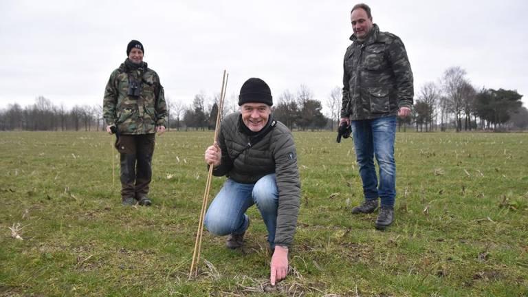 De drie vinders, van links naar rechts: Agnes  van Aarle, Johan Minneboo en Wilbert Heisterkamp (foto: Jochem Sloothaak/Brabants Landschap).