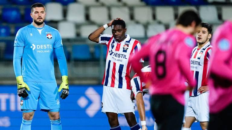 Verslagenheid bij de Willem II-spelers na één van de FC Utrecht-treffers (foto: OrangePictures).