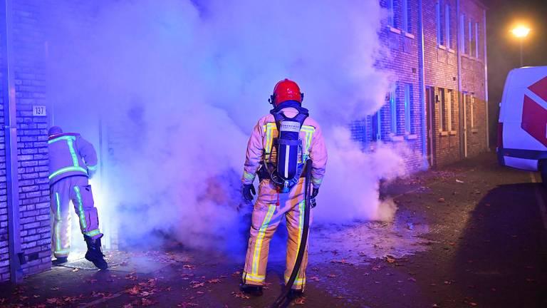 De brand zorgde voor dikke rookwolken (foto: Rico Vogels/SQ Vision)