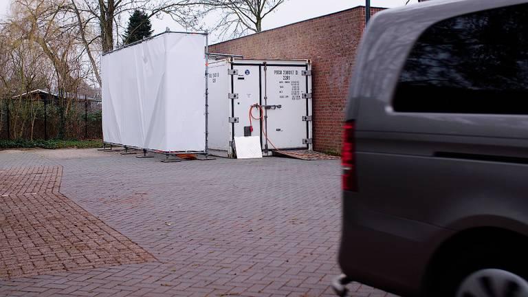 Een koel-container op de parkeerplaats.