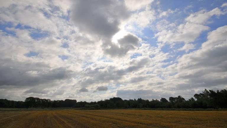Een flinke wolkenpartij in het zuidoosten van Brabant (foto: Ben Saanen).